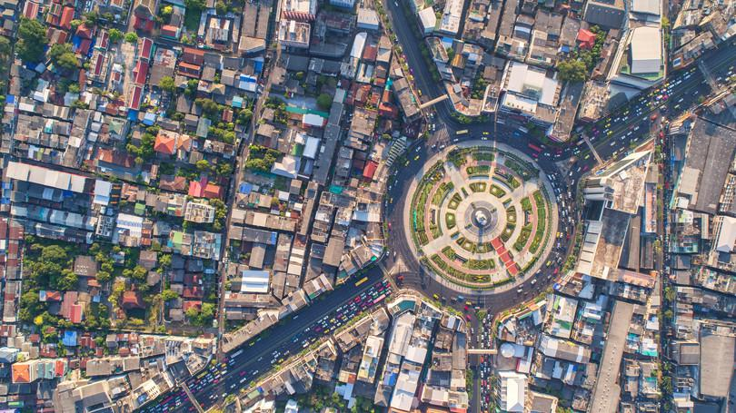 Aerial view of a city: Magnifier/Shutterstock https://goo.gl/FP75HR